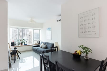 Sea Views, 2 Beds, 3 mins from MTR