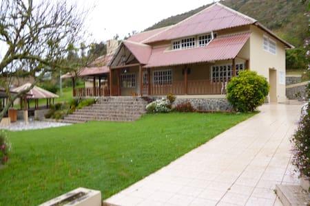 Beautiful farm, fun and relaxation - Paute - Casa de camp