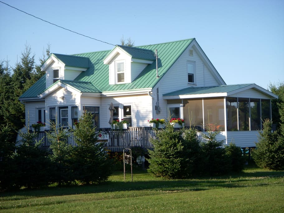 Green Roof Cottage, PEI Canada .