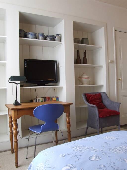 Desk/TV bedroom