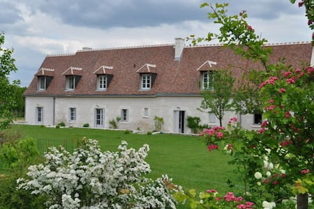 Superbe gîte 15p piscine 5' Loches - Chambourg-sur-Indre - House