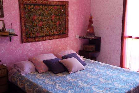 Accogliente stanza matrimoniale - House