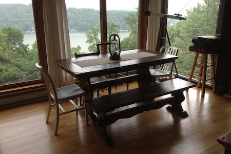 Candlewood Lake Cabin, The Overlook - New Fairfield - Zomerhuis/Cottage