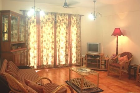 Luxurious Spacious Apartment in Candolim - Lakás