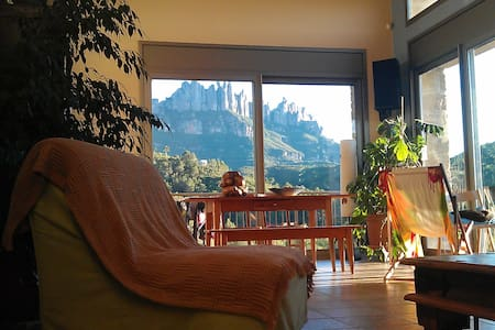 NICE ROOM ON FOOT OF MONTSERRAT - House