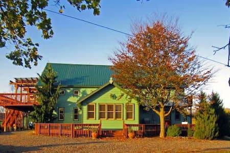 Unique Apt on Pleroma farm Sunrise - Hudson - Wohnung