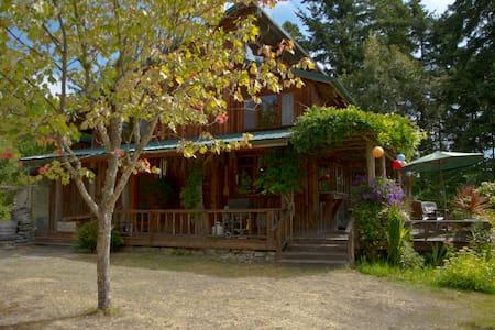 Hummel House 2 An Island Experience - Ház