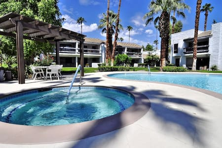 Sale! Palm Springs 2bd/2ba Condo