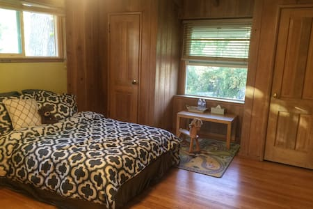 Most comfortable cabin. - West Covina - Bed & Breakfast