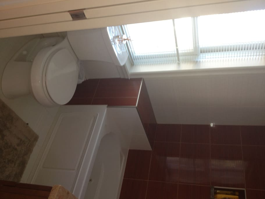 upstairs ensuite guest bath with jacuzzi tub/shower