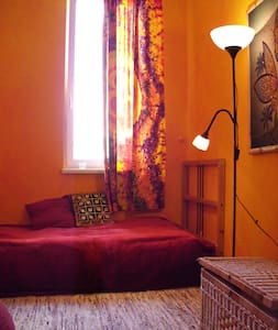 Safe, Cheap, Quiet, Central Zen Den - Apartment