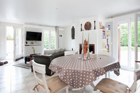 La Villa des Bords de Marne - Noisy-le-Grand - Bed & Breakfast