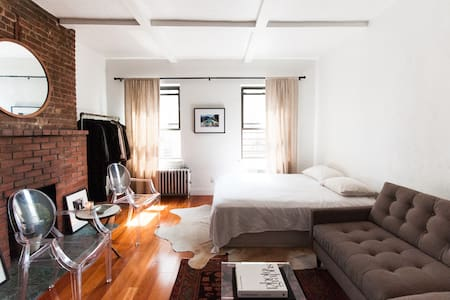 Stylish, modern, clean, quiet and light, this centrally located, downtown apartment is ideal for your vacation in Manhattan!