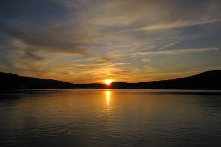 Large Lakefront Adirondack Home  - Caroga Lake - Maison
