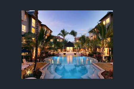 Modern 2 bed apt in Luxury Resort - Cairns North - Appartement