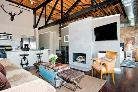 Handsome Loft on Madison Street  - Forest Park - Loft