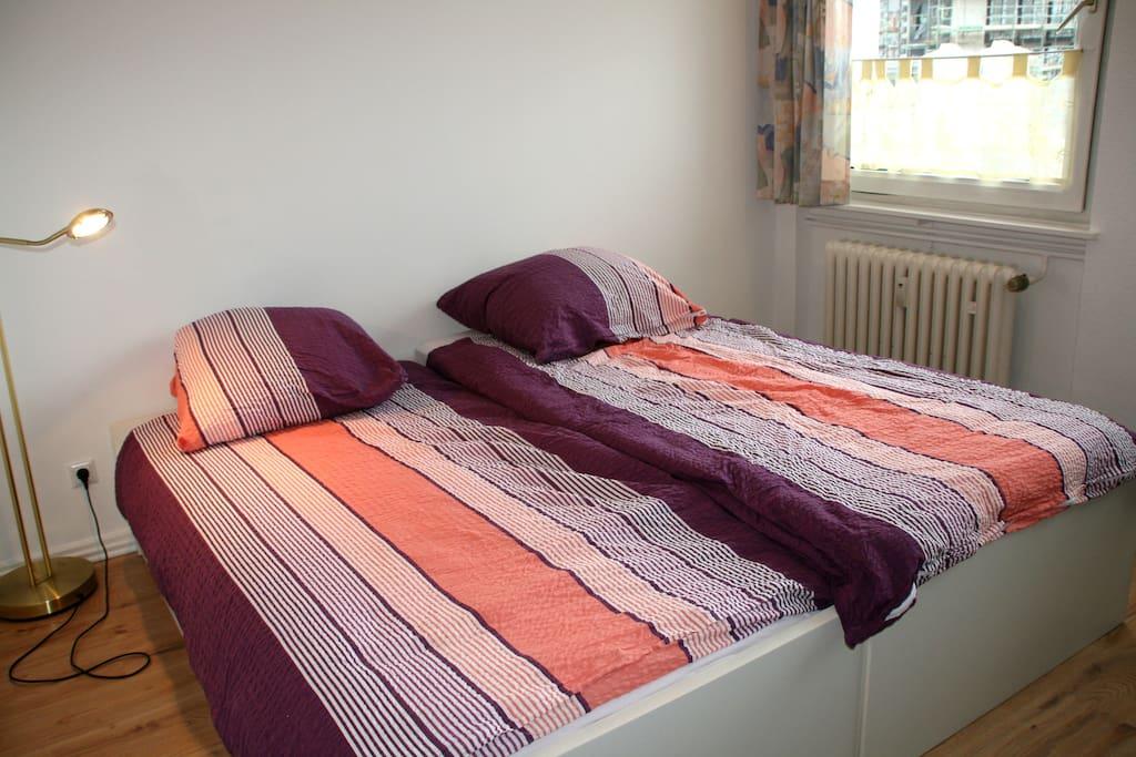 neue Betten mit neuen Matratzen, die auch einzeln gestellt werden können - bedroom with new mattresses