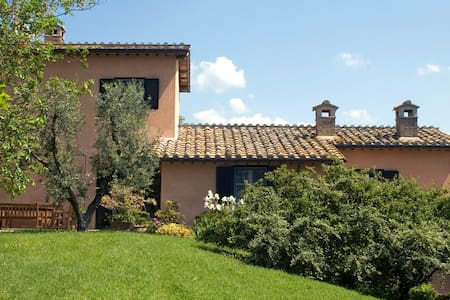 Charming Farmhouse on Umbrian Hills - Lugnano In Teverina