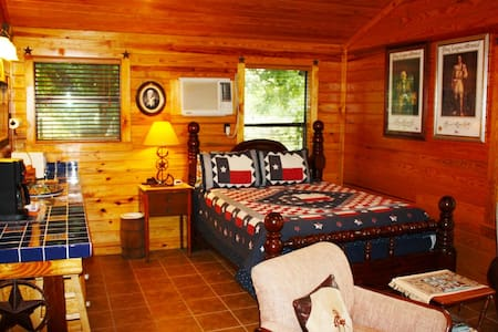 Double U Barr Ranch - Texan Cabin - Bandera