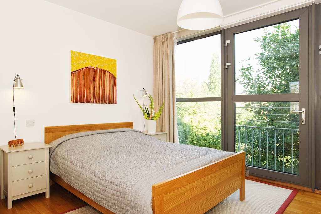 Wonderful master bedroom, wall of windows onto the park. Great view of the Shard!