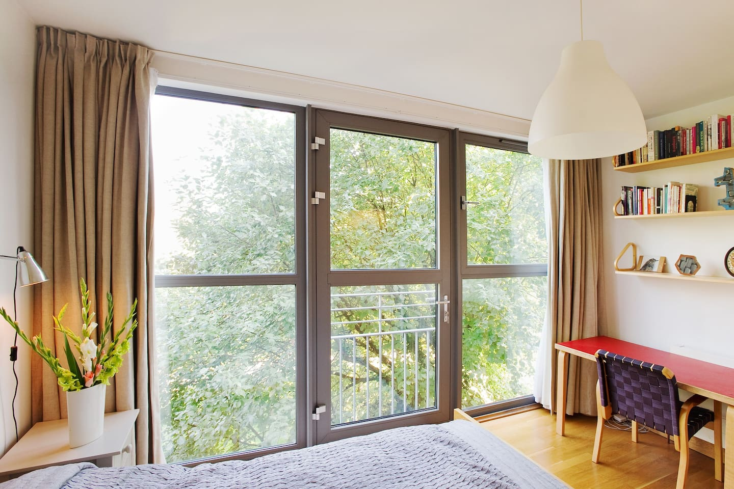 Wonderful master bedroom, wall of windows onto the park. Great view of the Shard! Private working desk - Finnish design.