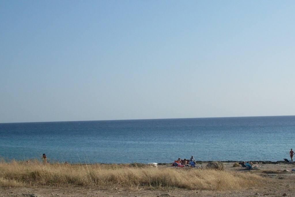 La discesa a mare a 100 metri dalla casa vacanze