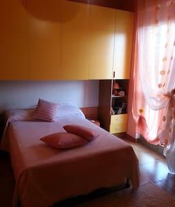 Camera privata con bagno in comune - Santa Giusta
