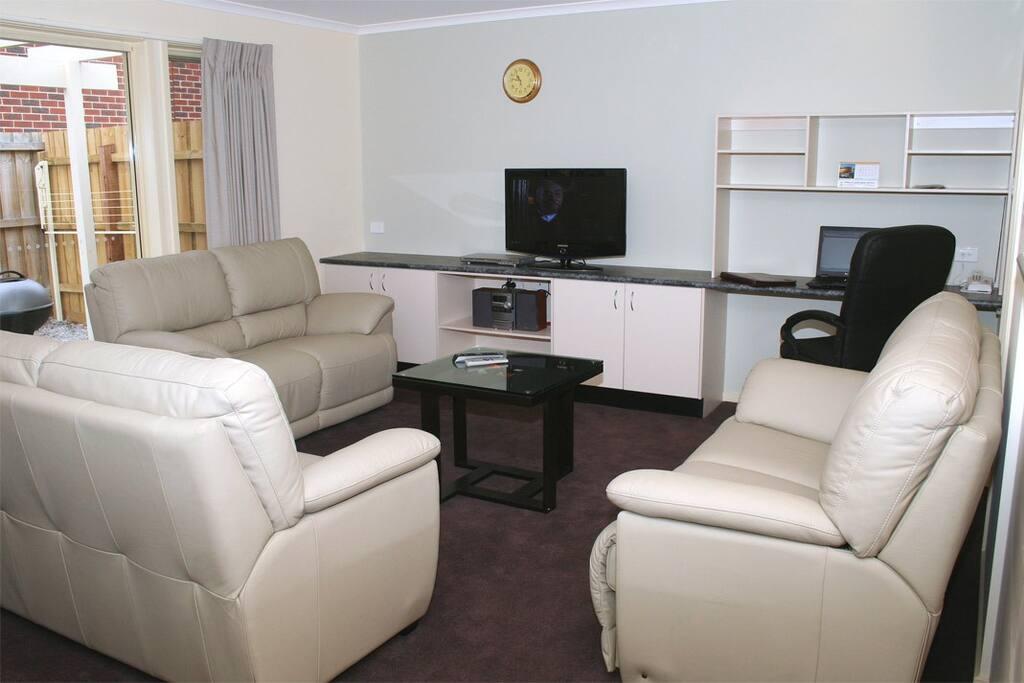MiHomes Executive Apartments!!! (E)