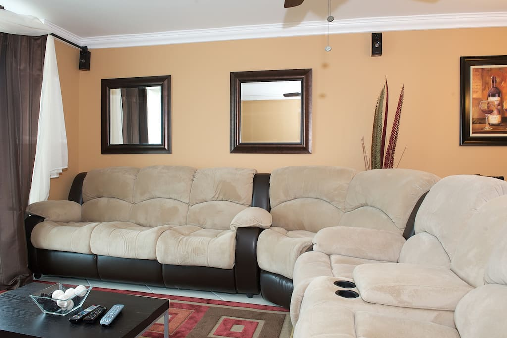 Living Room with Surround sound, 42 inch hdtv with cable, wireless internet, sofa bed