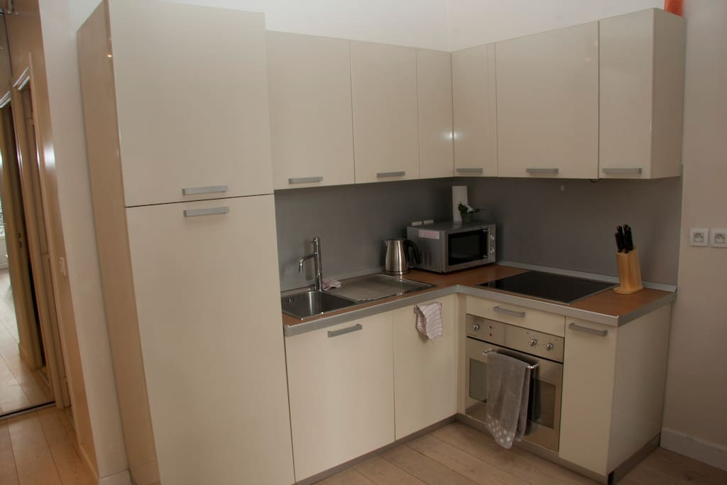 Kitchen with everything you need, including microwave, kettle, cutlery, plates, cups, glasses, etc.