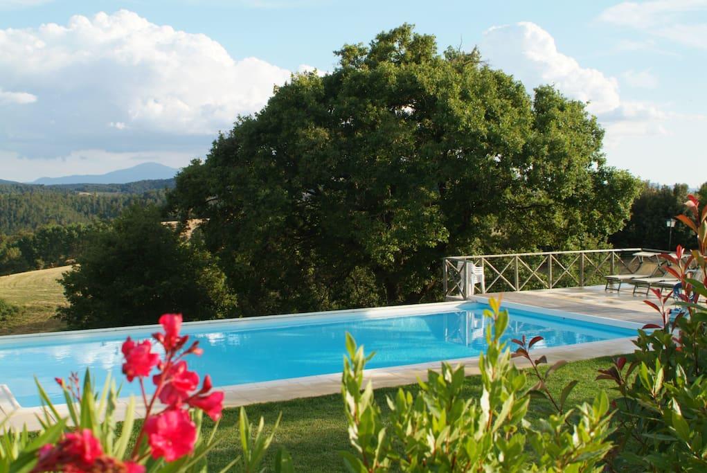 La piscina è aperta da maggio a ottobre