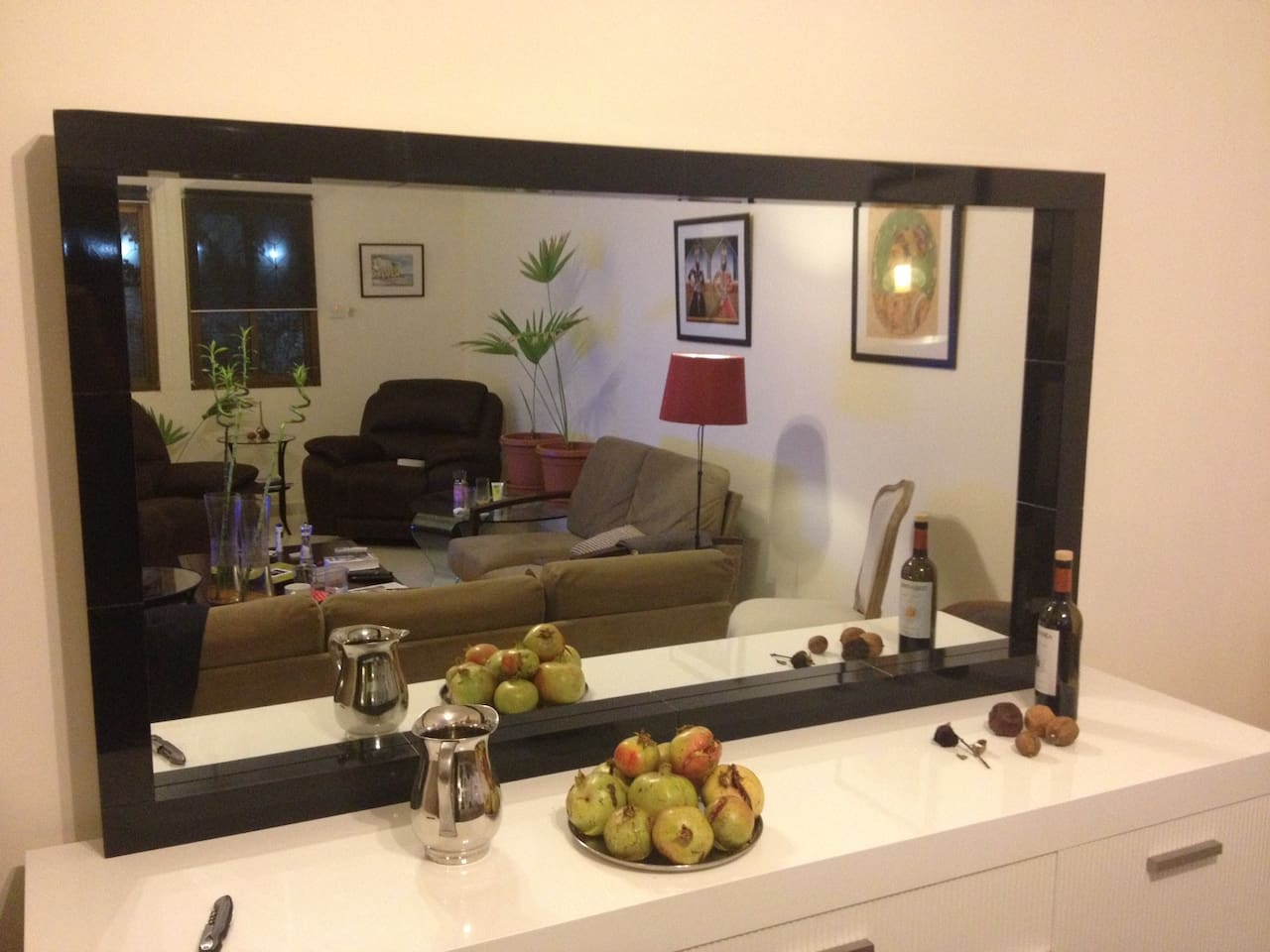 Welcome to use the living area for relaxing, having a drink or watching news