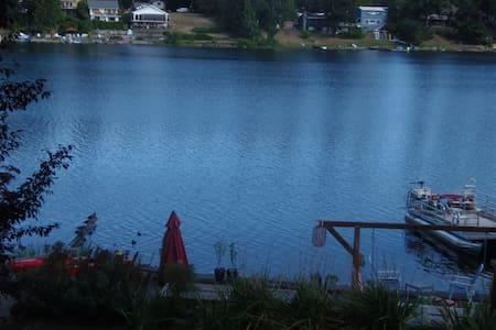 Lakefront paradise getaway! - Appartamento