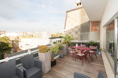 1BR penthouse w/ awesome roof deck