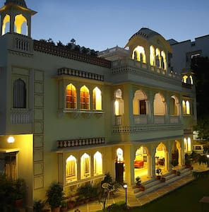 Krishna Palace is heritage property which looks like a palace, recommended by famous guide books like Lonely Planet, Routard, Rough Guides, Arukikata. Nice beautiful garden, quiet and very clean spacious rooms with high ceilings, 24 hours hot shower and Free WIFI accessible in room, lobby, restaurant and garden.