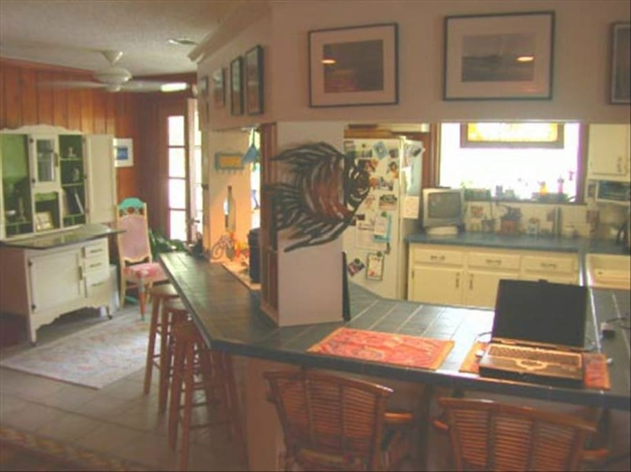Fish house eclectic beachy comfy houses for rent in for Atlanta fish house and grill