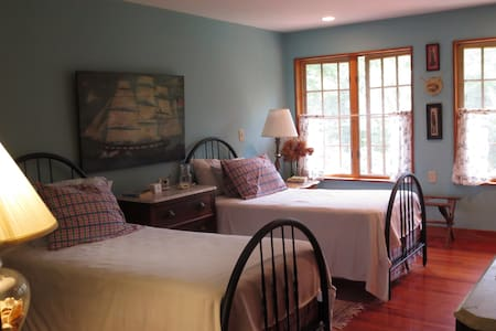 Spacious Bedrooms, Distinctive Home - Bed & Breakfast