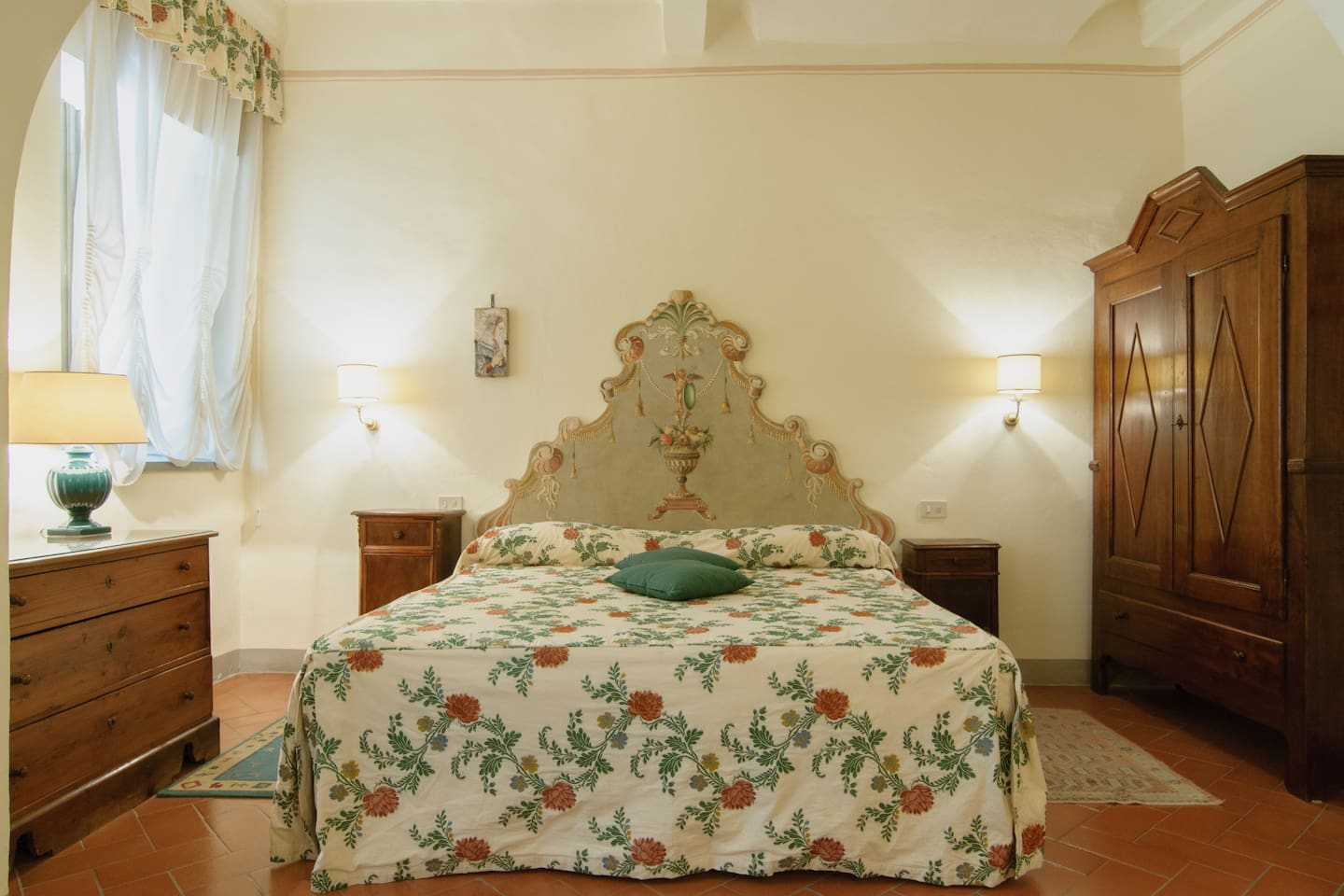 CORTONA HEART CHARMING COZY DB ROOM