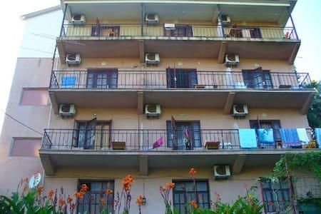 Уютная гостиница в Лоо - Apartamento