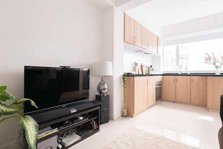 Modern Apartment in great location! - Hong Kong - Apartment