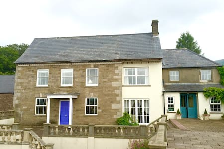 Ensuite B&B with view of The Skirrid - Abergavenny  - Casa