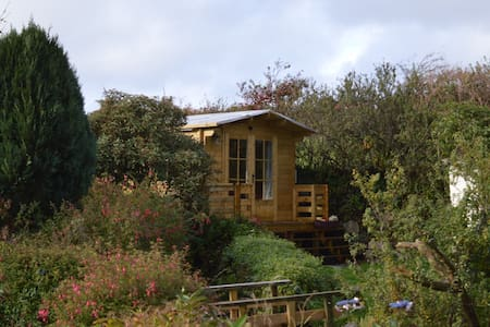 En-Suite Rural Garden Log Cabin - Newbridge