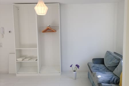Centrally located studio with a good vibe! - Apartment