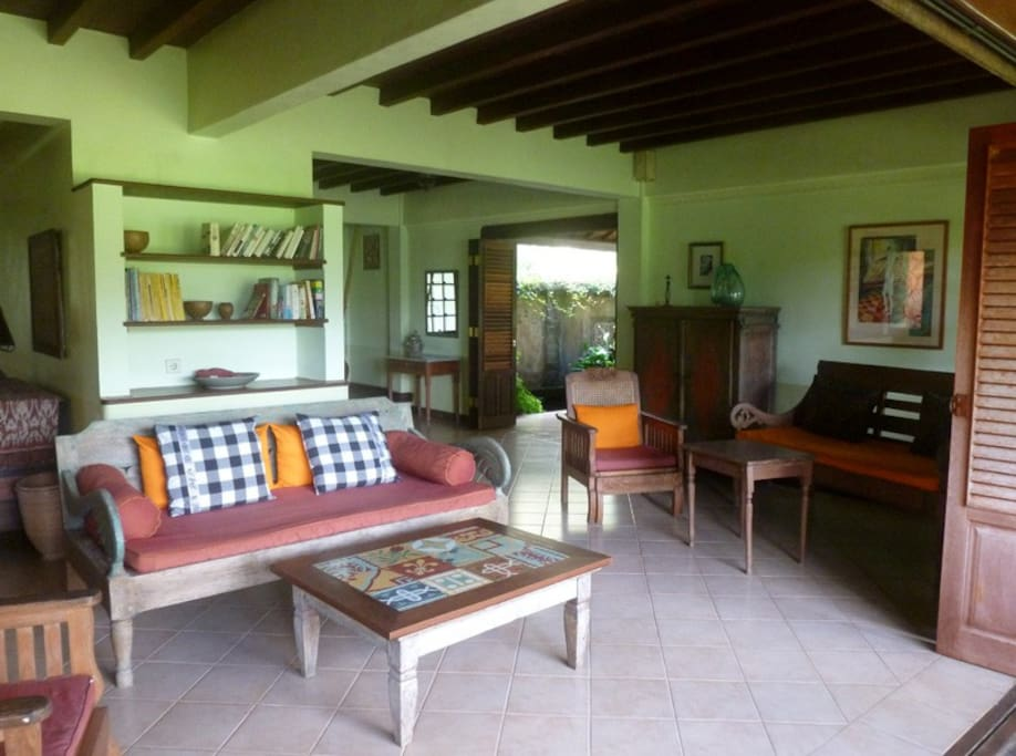 Ubud 3 Bedroom Cottage Country Home - living 1