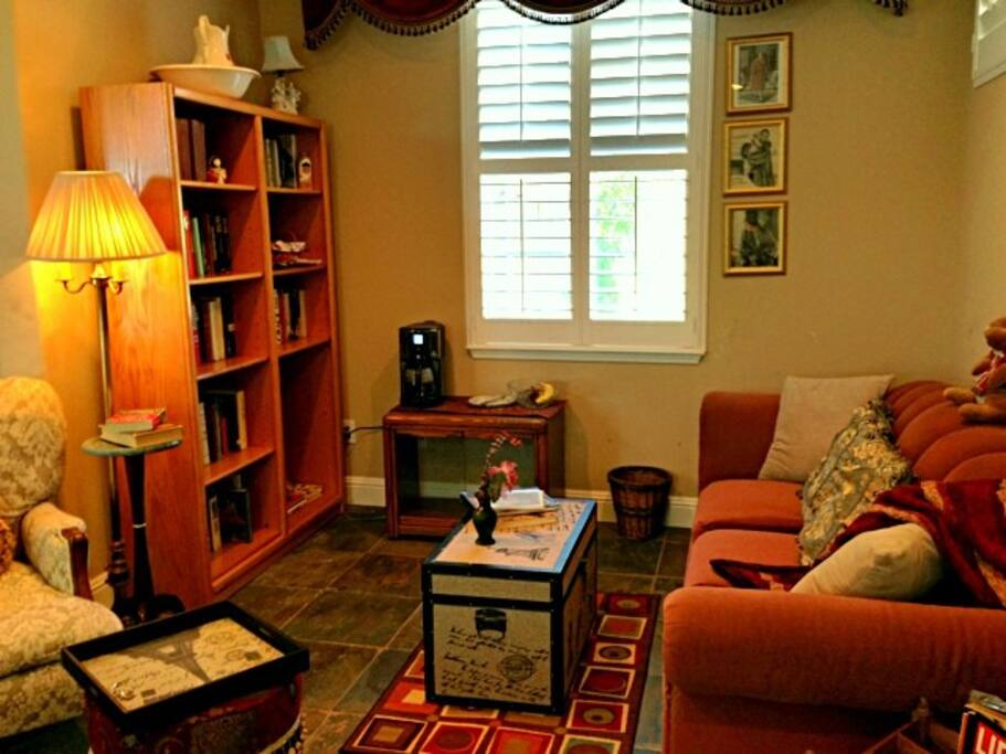 Cozy sitting area and library with sofa/queen pull out bed