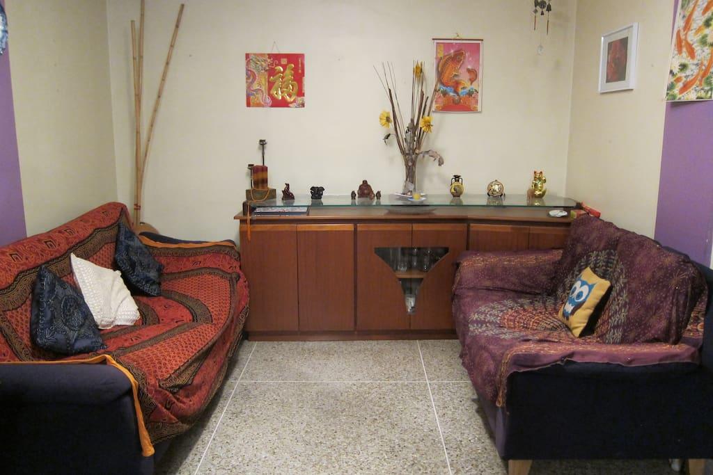 Our cosy living room. Nuestra comoda sala