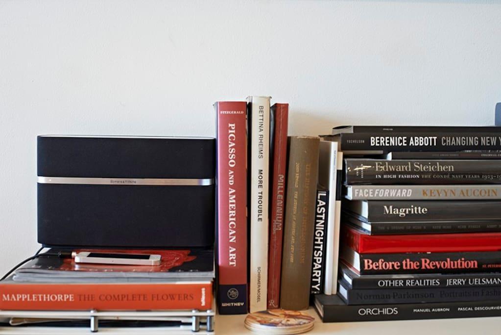 details: sound system & vast collection of art books