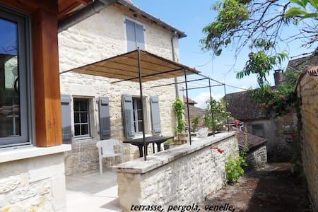 Très jolie maison paysanne rénovée - Casa
