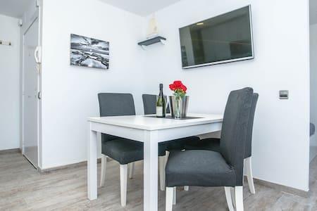 New Apartment With Sea Views - Apartament