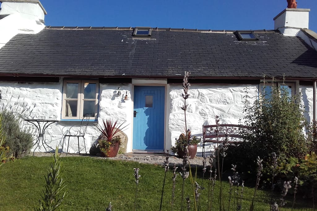 One Bedroom Cottage In Snowdonia Houses For Rent In Garndolbenmaen